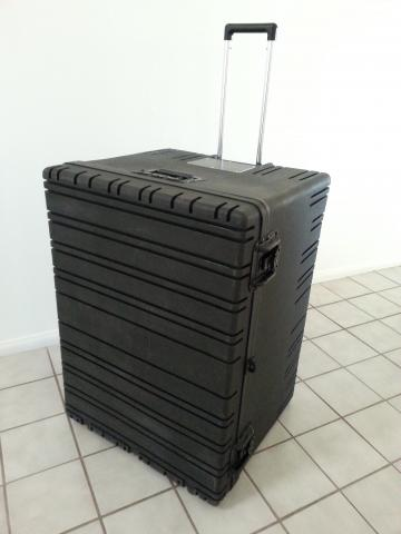 Rugged wheeled shipping case RR2822-20